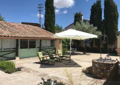 Casa Rural Los Cipreses de Mesones Guadalajara cerca de Madrid - Foto del patio