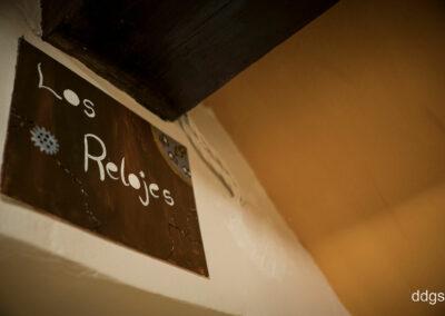 "Casa Rural Los Cipreses de Mesones Guadalajara cerca de Madrid - Foto del cartel de ""Los Relojes"""
